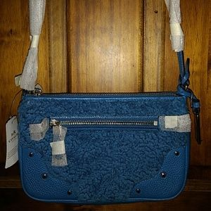 COACH RYDER SHEARLING POUCHETTE SMALL BLUE 36490